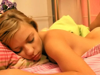 Teen doesnt feel a thing when shes getting screwed in her sleep