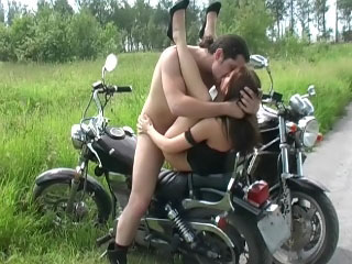 Babe sucks and receives fucked outdoors in those spicy public vids