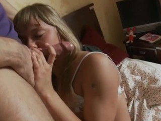 Wicked slut acquires down to open her fuckholes for a large dick